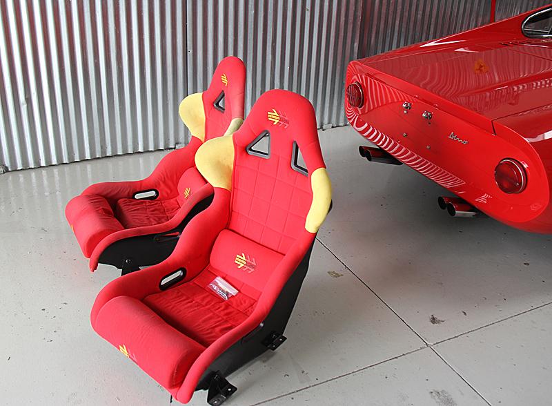 Dino racing seat